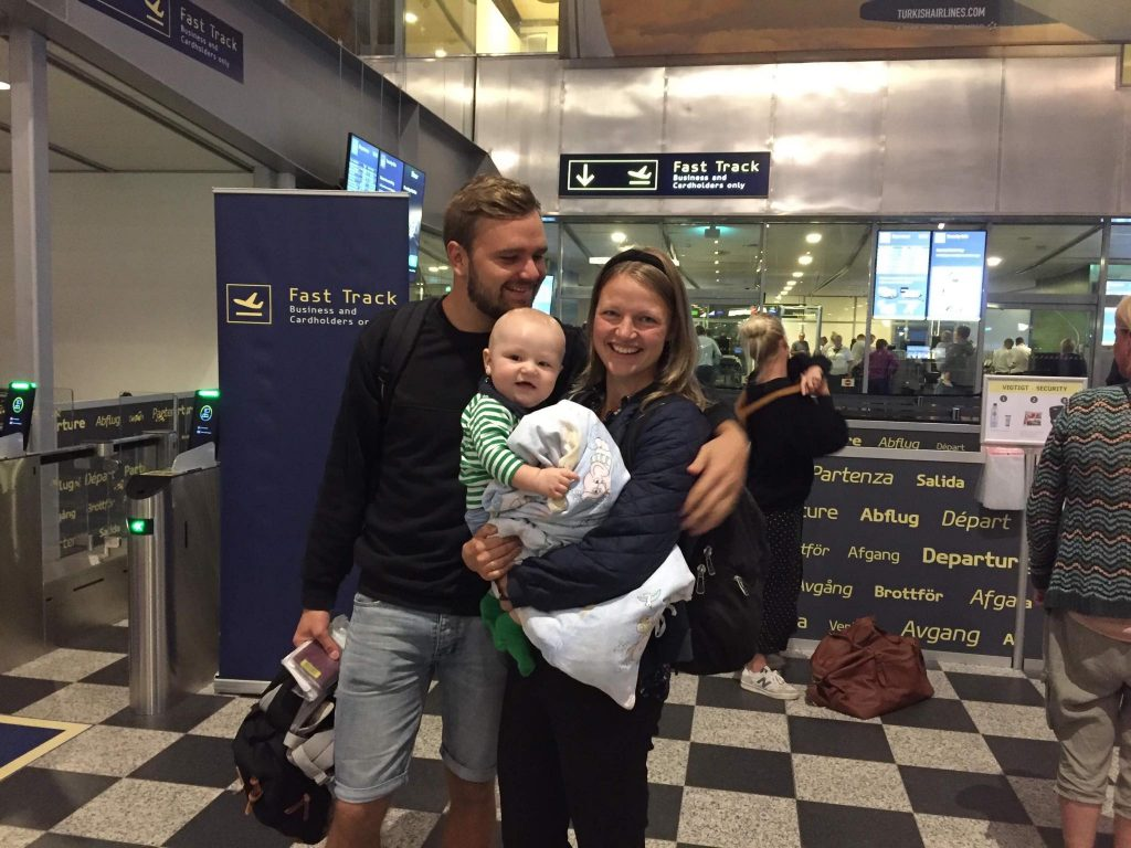 Familien Iversen i lufthavnen